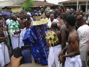Oba Kasali dancing at the point of entry Ipebi
