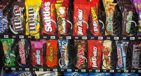 A picture of a standard vending machine with a variety of snacks