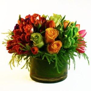 composizione fiori misti di stagione in vaso in vetro