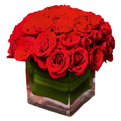 composizione rose rosse con vaso in vetro