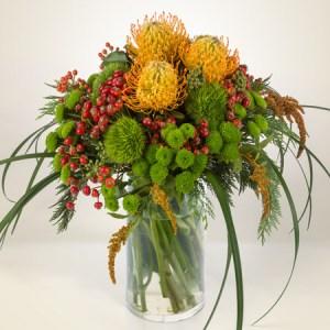 bouquet con nutans, garofani verdi, bacche, e altri fiori