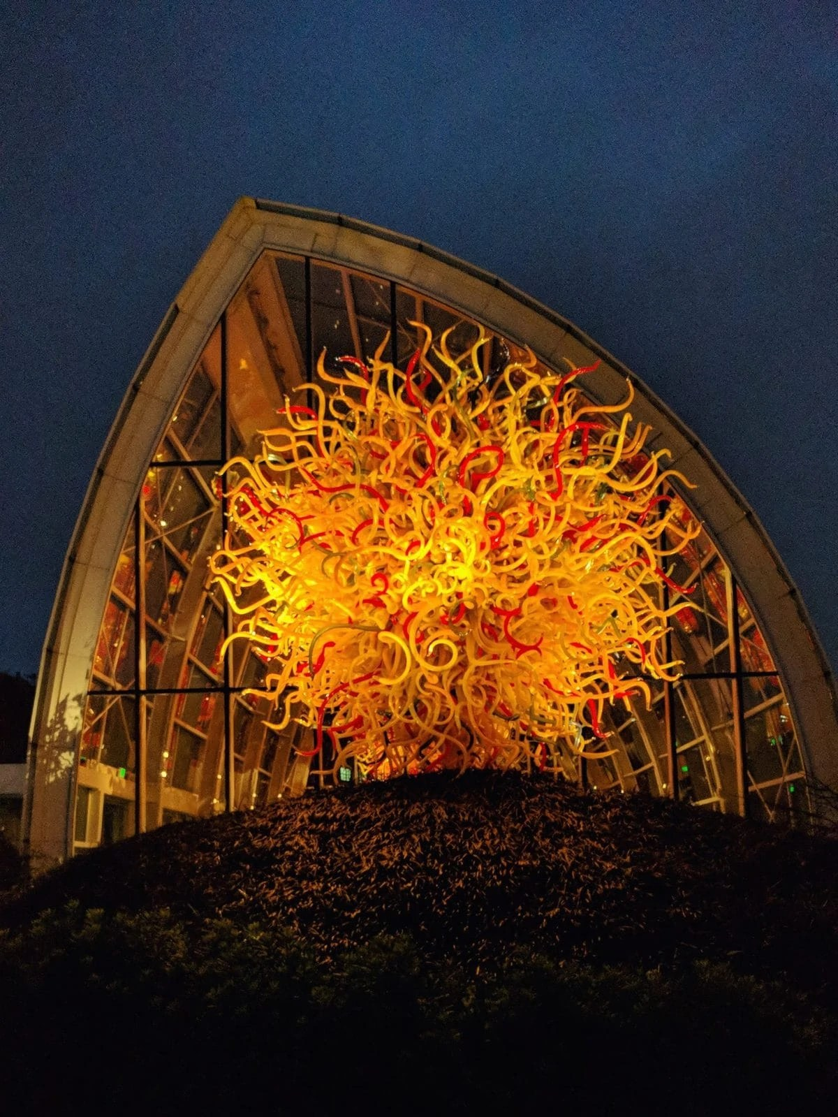 Admission includes a visit to the space needle observation deck and access to the chihuly garden and glass exhibition hall, glasshouse and garden. Why You Should Visit Chihuly Garden And Glass At Night