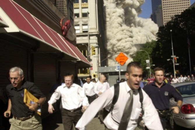running_from_twin_towers_collapse-450x300