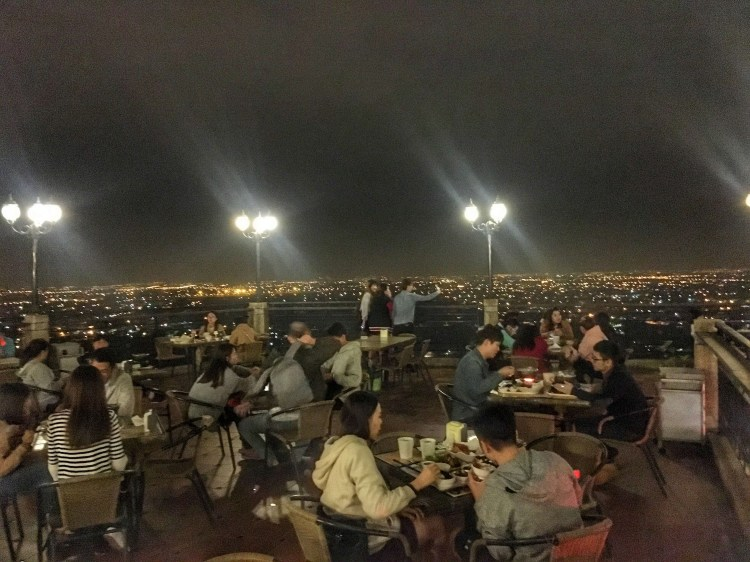 觀風聽月,阿蓮大崗山景觀餐廳,泡茶賞高雄最美夜景|高雄美食景點