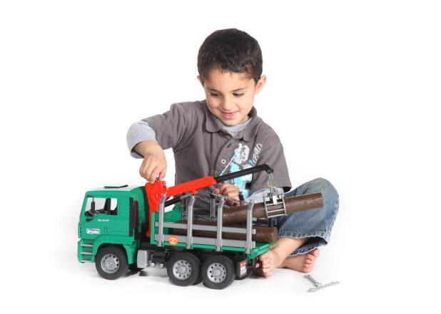 Libatkan Anak dalam Memilih Mobil - Tips Memilih Mobil Truk Mainan untuk Anak Laki-Laki