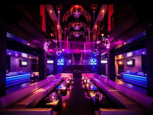 Lampu Hias Gantung untuk Ruangan Pesta - 5 Ruangan Ini Perlu Dipercantik dengan Lampu Hias Gantung - rosarotezeilen.com