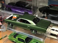 I attached the body to the chassis of the Roadrunner. Almost finished!
