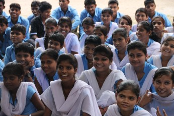Mädchen der Higher Secondary School in Nithauva │ girls in higher secondary school in Nithauva