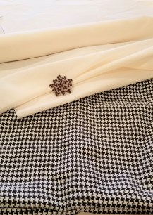 pillow- houndstooth- faux silk- fabric- christmas- holiday- diy- farmhouse- vintage- hastings- minnesota- eye candy