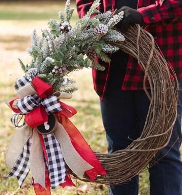 DIY Neutral Pom Pom Holiday Wreath– Zucchini Sisters DIY Embroidery Hoop Christmas Wreath– DIY Vibes DIY Christmas Wreath- Southern Yankee DIY BONUS- Gorgeous DIY Wreath– Kippi At Home