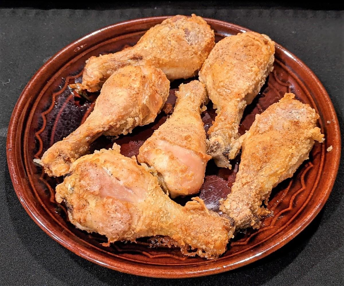 Plate of fried chicken drumsticks