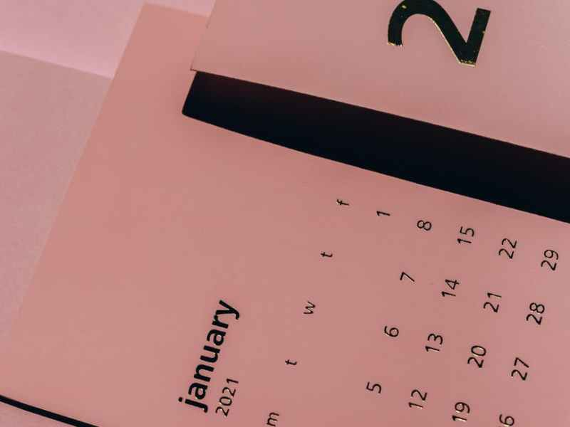 modern paper calendars with weekly dates on desk