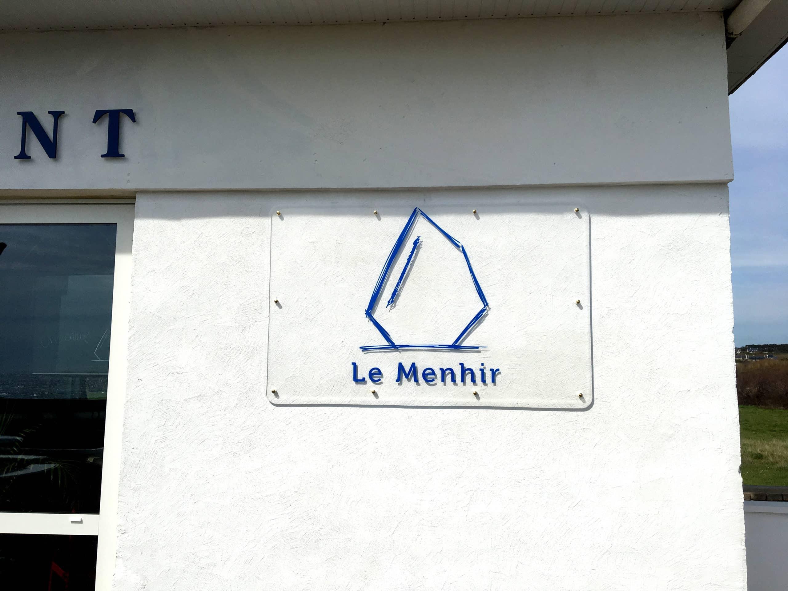 Plaque PMMA transparente avec lettrage adhésif - Restaurant Le Menhir - Plozévet