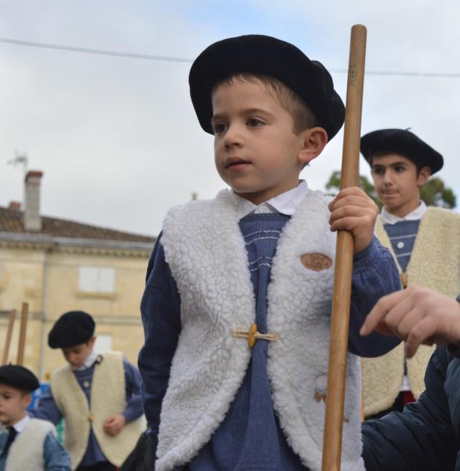 A Bazas, les enfants peuvent commencer à monter sur les échasses dès leur plus jeune âge.