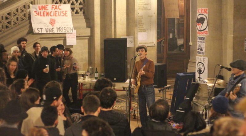 A la Victoire, la musique adoucit la grève