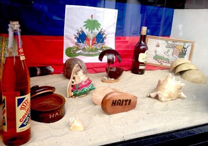 """La vitrine de """"Vin wè"""" invite au voyage. Crédit photo : Winddy Benoît"""
