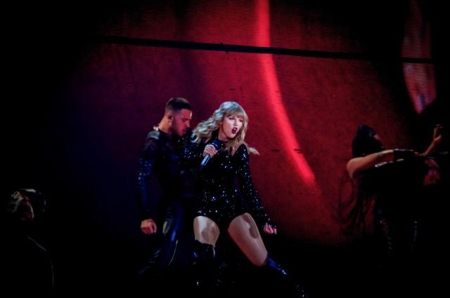 "Taylor Swift ""Stadium Tour"""