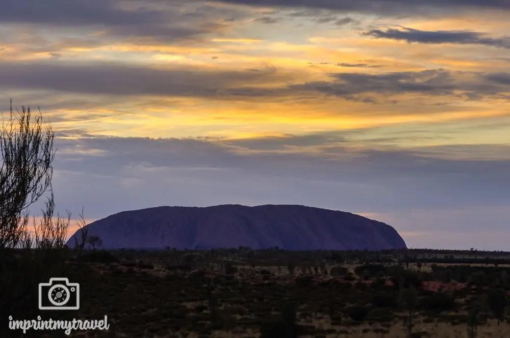 Outback Australien: Sonnenaufgang Uluru (Ayer's Rock )