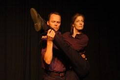 Zwei Darsteller von IMPRO 005 auf der Bühne