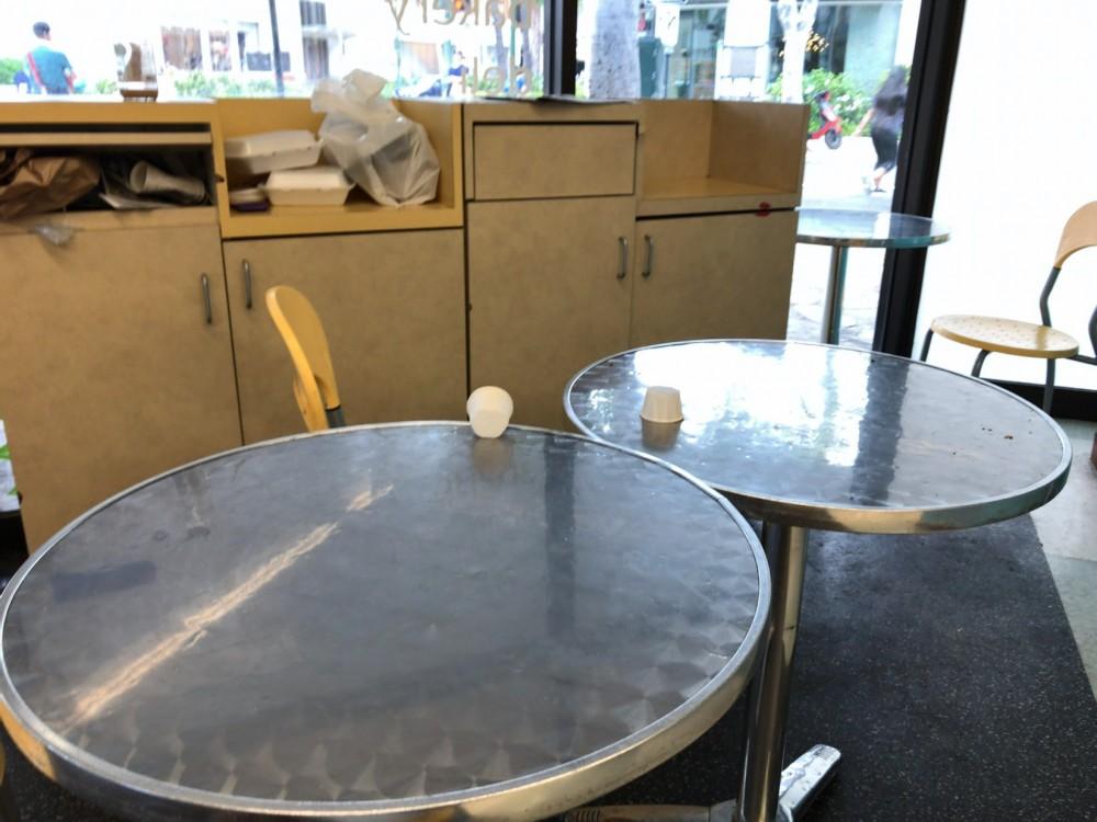 HI STEAKS(ハイステーキ) のテーブル