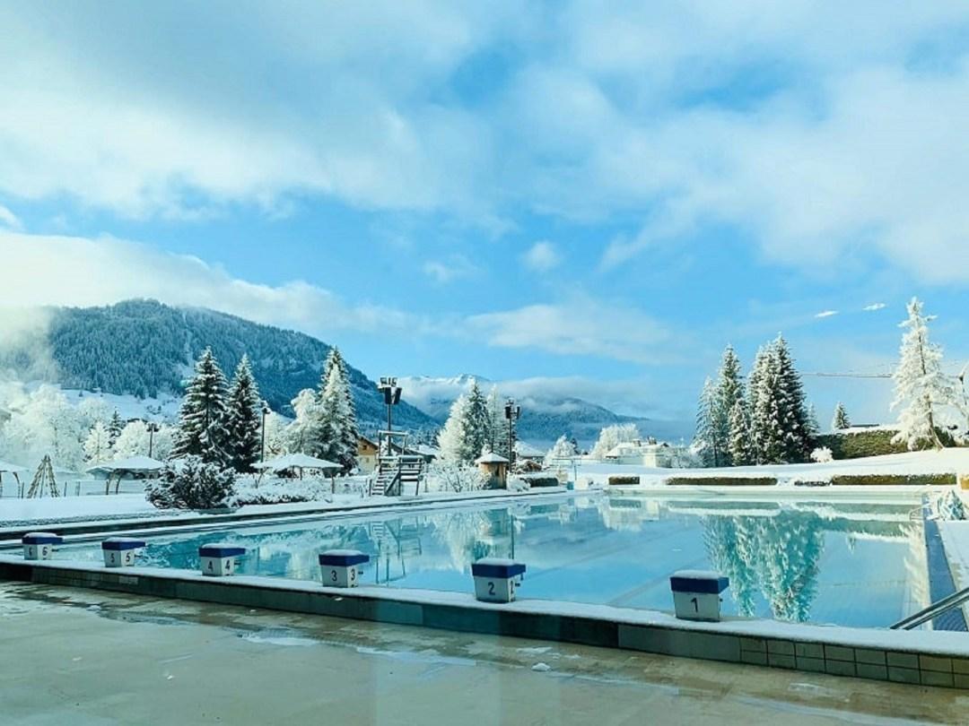 Piscine de Megève en hiver