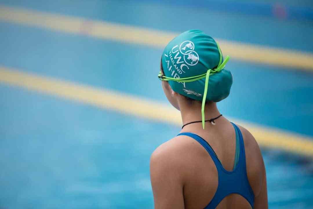 le bonnet, équipement de base pour la natation