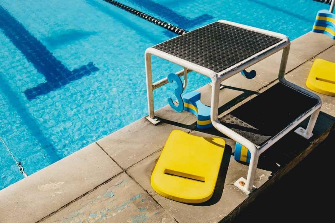 le pull-buoy, matériel pour progresser en natation