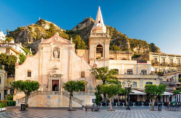taormina italija 08 - Putovanja u Evropi: Mala romantična sela i gradovi za kraći izlet (FOTO)