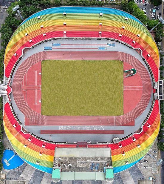 板橋第一運動場 彩虹景點,板橋景點,彩虹觀眾席,運動場