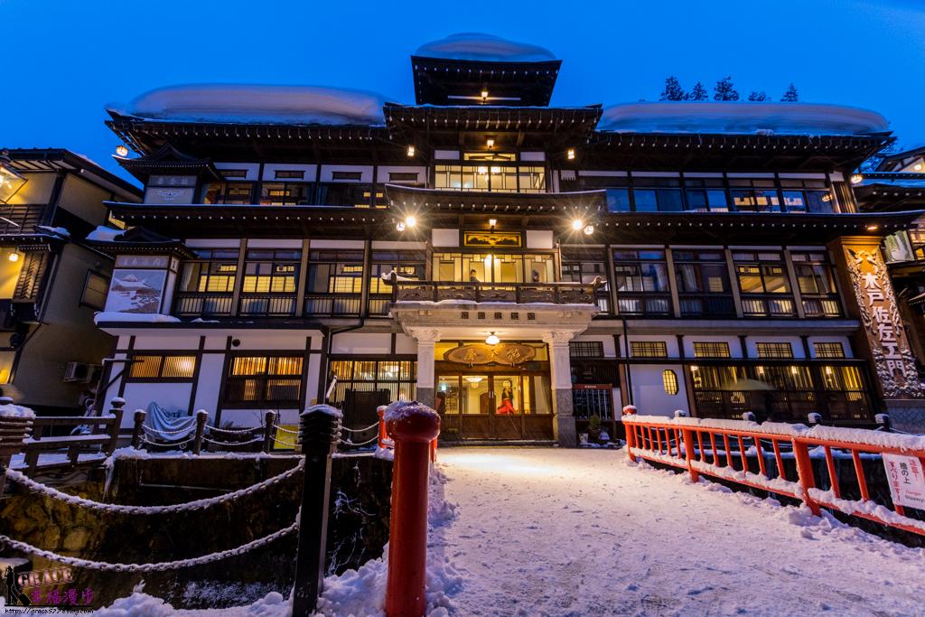 【 日本景點|山形 】走入神隱少女絕美場景,白雪紛飛的浪漫銀山溫泉
