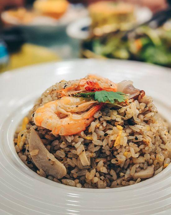 高雄古家海鮮餐廳-松露菌菇炒飯|台菜餐廳推薦,高雄聚餐推薦,家庭聚餐推薦,高雄美食,全台美食