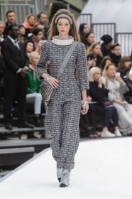 defile-chanel-automne-hiver-2017-2018-10_5838621