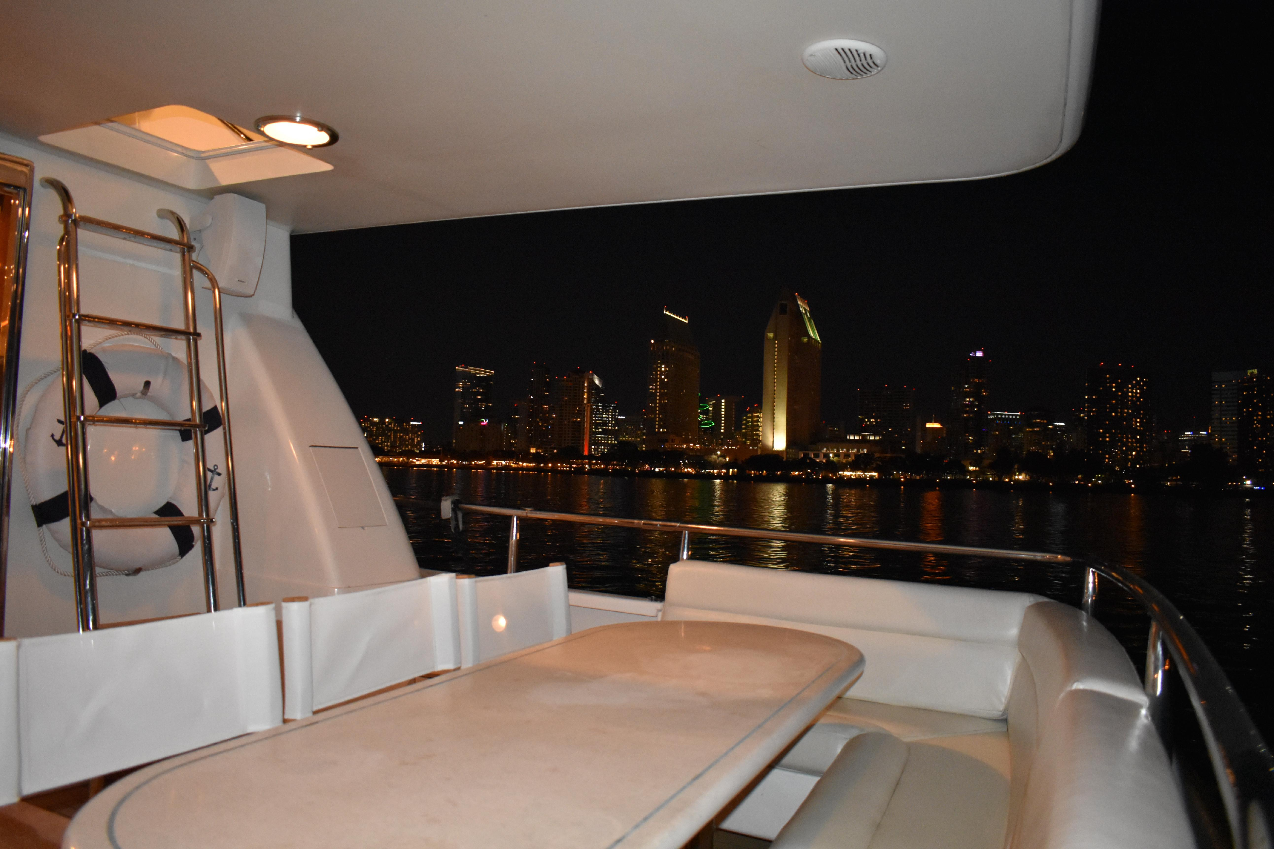 Lionfish Lazzara 2001 Skylounge 80 Yacht For Sale In US