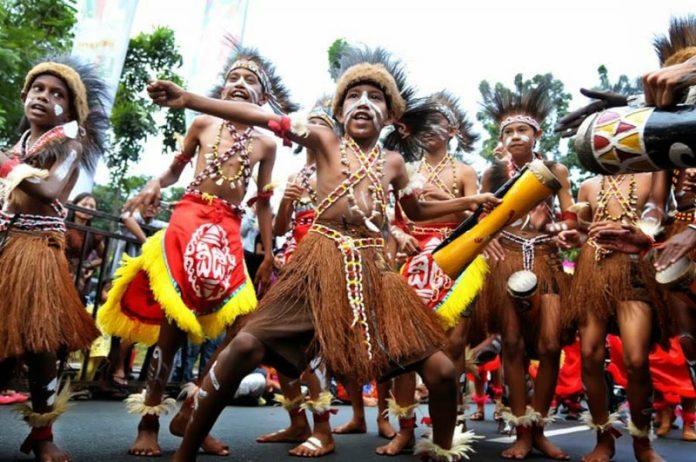 Kebudayaan Papua Barat Rumah Pakaian Tarian Lengkap Imujio Com