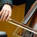 kvinna_spelar_cello