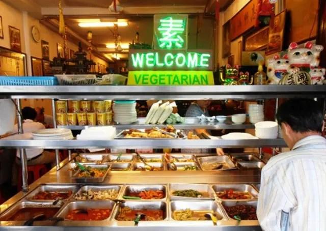 Restaurant - 6 Survival secrets of a Vegetarian Traveler
