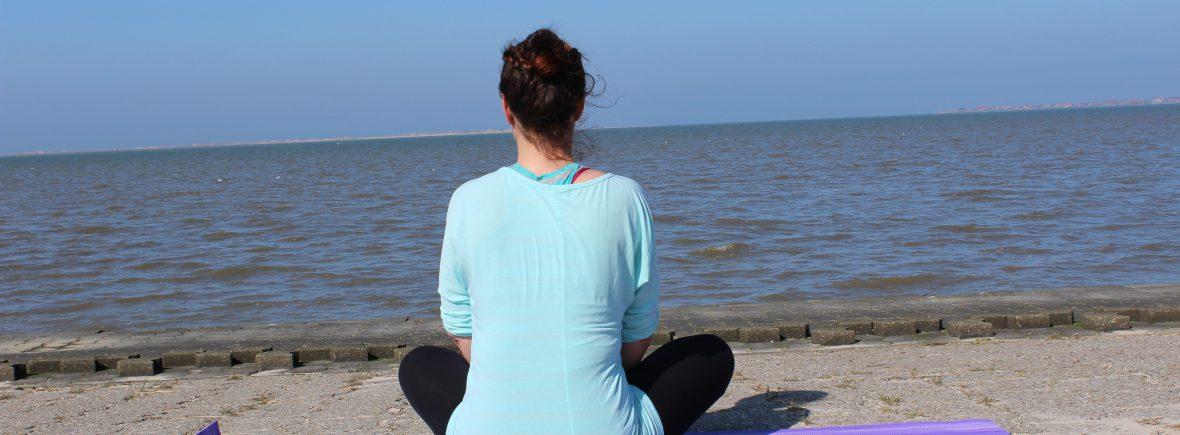 Pilates Blog von Nett Koch - Schneidersitz am Wasser