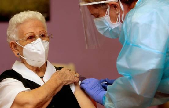 «Η αρχή του τέλους»: Η Ευρώπη αναπτύσσει εμβόλια για να αντιμετωπίσει την πανδημία