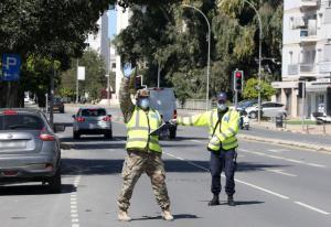 Η αστυνομία επιβάλλει πρόστιμο σε 103 πολίτες, 3 παραβιάσεις καταπατών μέτρων σε 24 ώρες