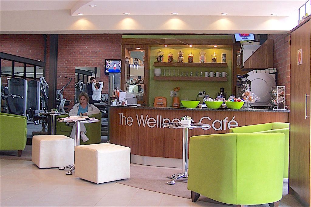 Juice bar and small cafeteria in gym