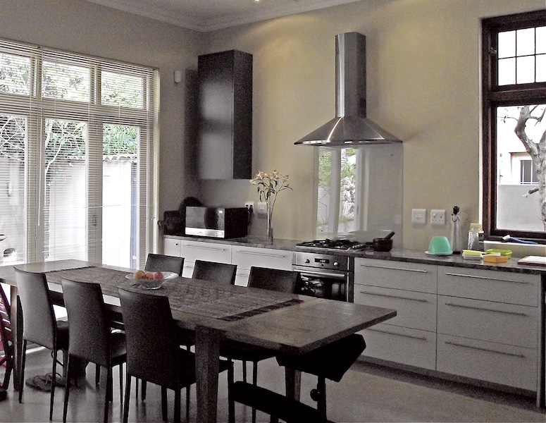 Modern kitchen high ceiling glass backsplash