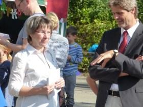 NCG-Direktorin Inge Mertens-Billmann und Schuldezernent Kupsch