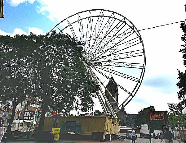 Das Riesenrad auf dem Konrad-Adenauer-Platz