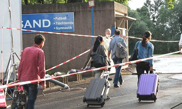 Ankunft der 2. Flüchtlingsgruppe in Bergisch Gladbach-Sand