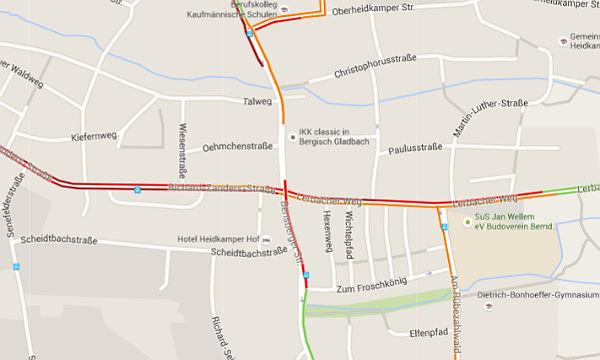 Die Lage in Heidkamp gegen 8:30 Uhr: Zwischen Talweg und Richard-Zanders-Straße klafft ein Loch im Verkehr