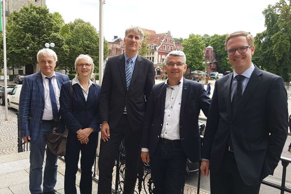 Zufrieden mit dem Kandidaten: Klaus Waldschmidt (SPD), Elke Lehnert (CDU), Harald Flügge (CDU), Lutz Urbach (CDU), Michael Metten (CDU)
