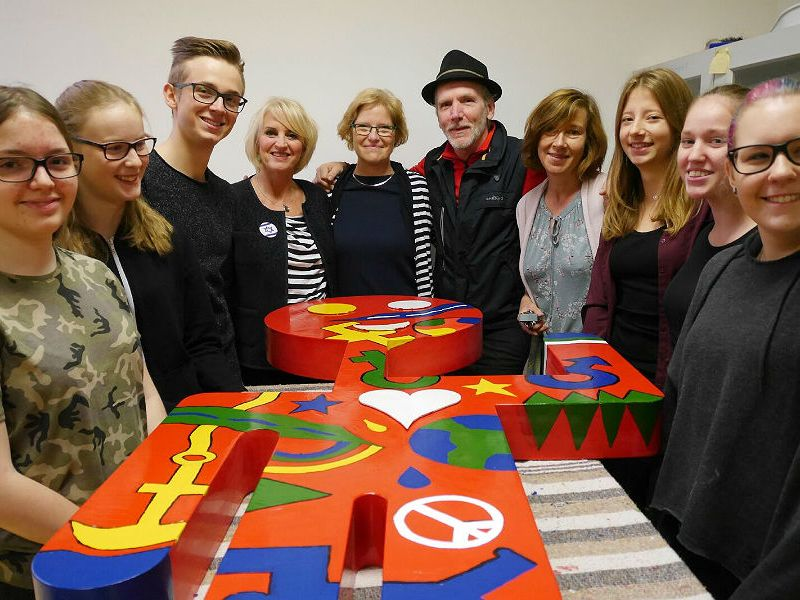 Die Beteiligten Schüler mit Petra Hemming, Helmut Brands und Kirsten Salomon an der IGP