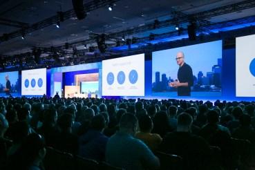 H Microsoft ενθαρρύνει προγραμματιστές  Windows, iOS, Android, Mac και Linux  να προσεγγίσουν δισεκατομμύρια νέους πελάτες