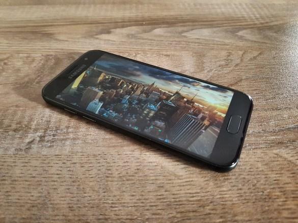 Samsung Galaxy A3 2017 Review: Compact πολυτέλεια