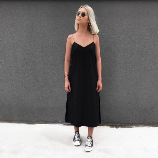 Vestido Slip Dress Preto com Fenda na Lateral